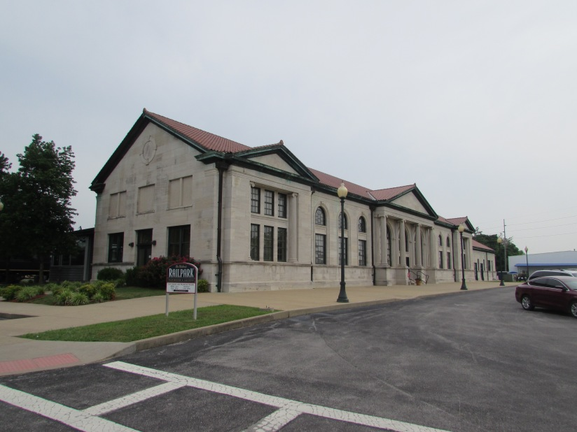 old-louisville-and-nashville-railroad-depot-bowling-green-kentucky