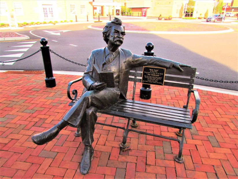 Statue of Mark Twain Newark Ohio